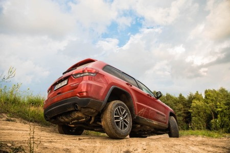 grand cherokee trailhawk off road
